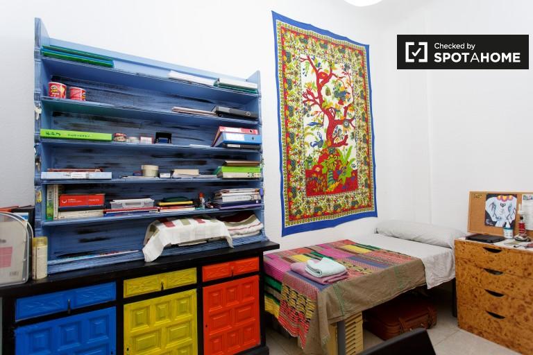Wspaniały pokój w apartamencie z 4 sypialniami w Guindalera w Madrycie