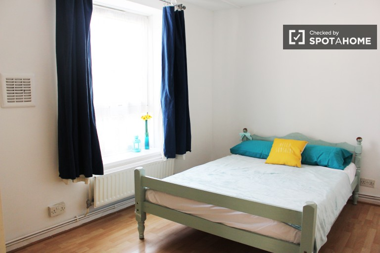 Bedroom 3 with double bed and independent key