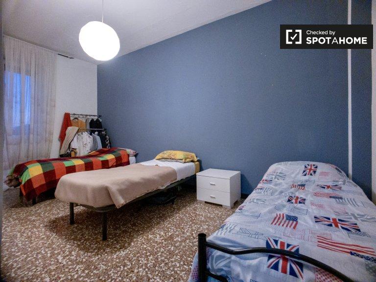 Pokój do wynajęcia w apartamencie z 2 sypialniami w Quartiere Adriano