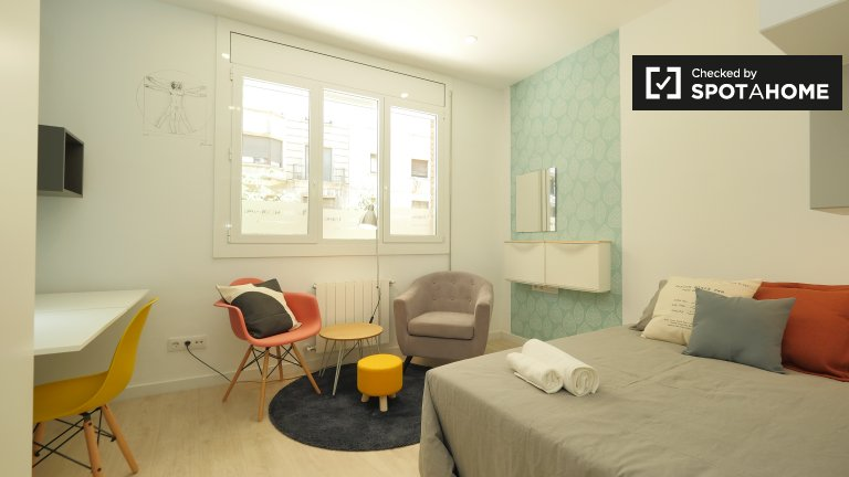 Se alquilan habitaciones en un apartamento de 4 dormitorios en Lesseps, Barcelona