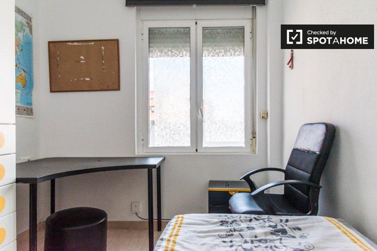 Chambre à louer dans un appartement de 3 chambres à Beteró