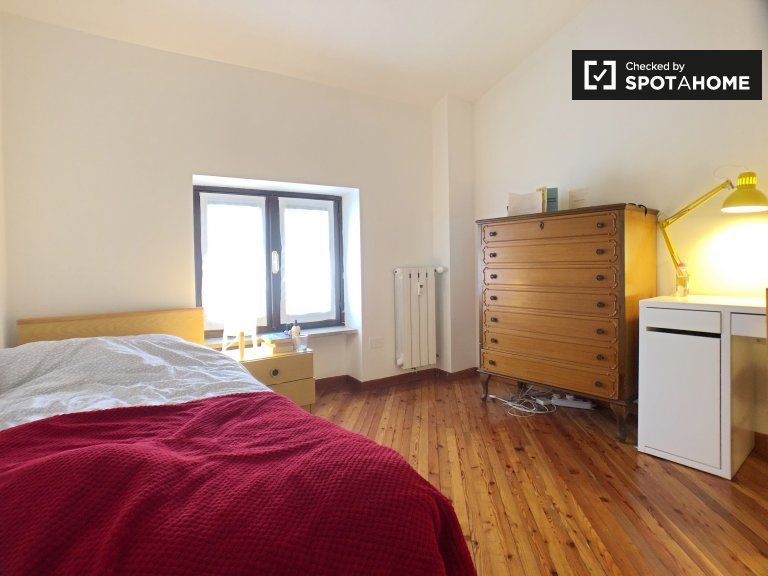 Snug room for rent, 3-bedroom apartment, Lambrate, Milan