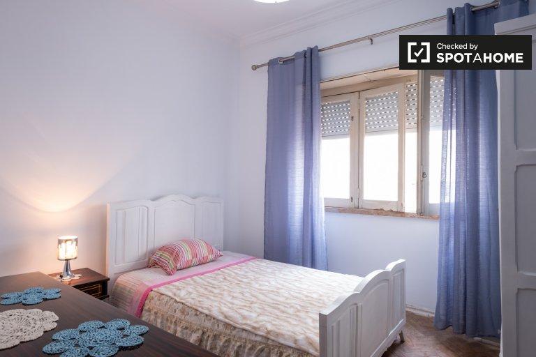 Kiralık çift kişilik oda, 3 yatak odalı daire, Almada, Lizbon