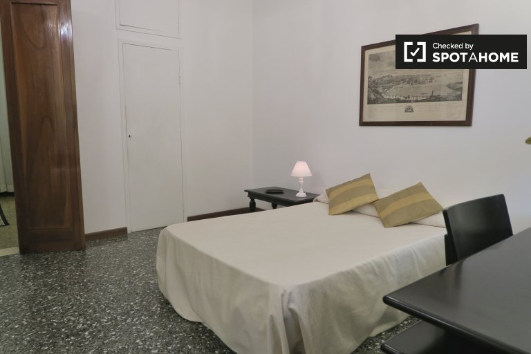 Furnished room in 3-bedroom apartment, Salario Trieste