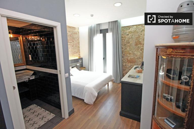 Stylish room in apartment in Vila de Gràcia, Barcelona