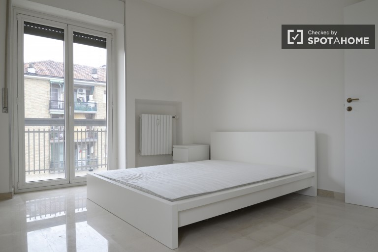 Single Bed in 5 spacious rooms with incredible views for rent - Lorenteggio, Milan