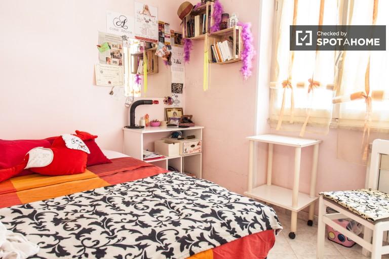 Habitación doble en apartamento en Centocelle, Roma