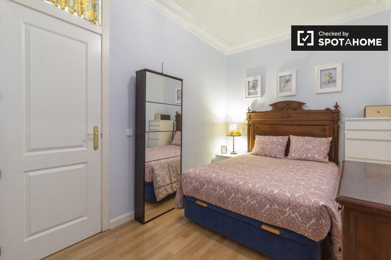 Chambre confortable à louer dans un appartement de 2 chambres à Chueca, Madrid