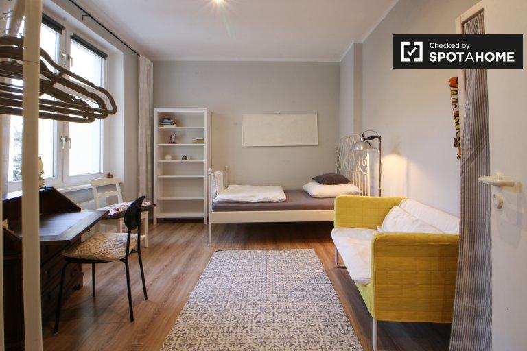 Jasny pokój w apartamencie z 3 sypialniami w Reinickendorf, Berlin