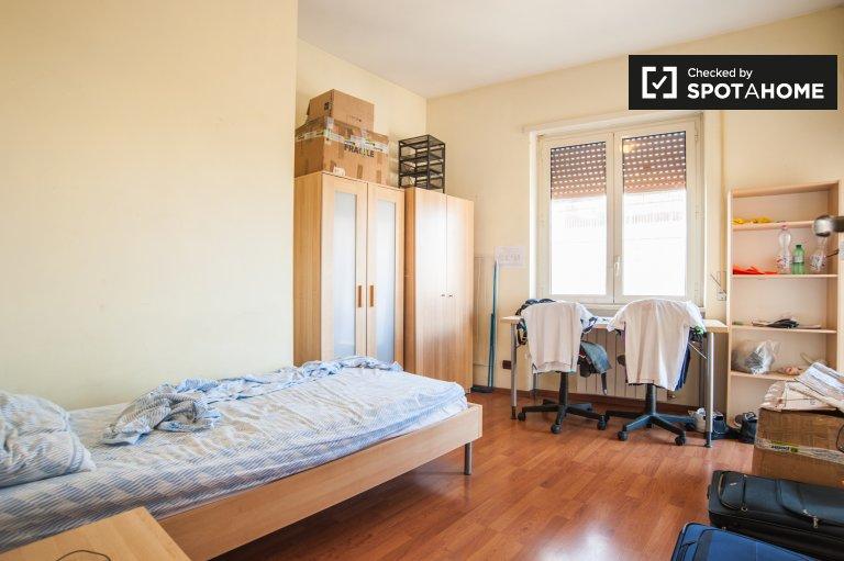 Chambre agréable dans un appartement à Don Bosco, Rome