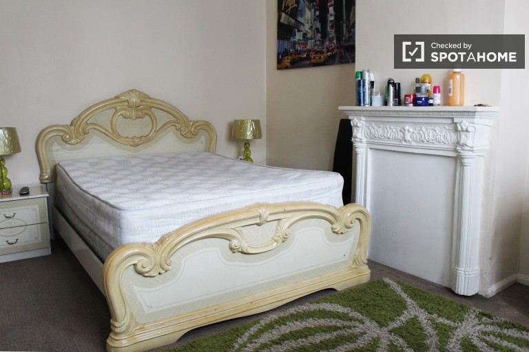 Bedroom 1, Couple-Friendly with Double Bed and TV