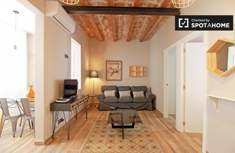 Renovated 2-bedroom apartment with AC and blacony for rent in Sants