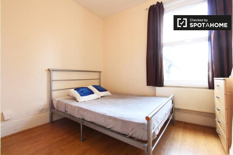 Chambre lumineuse dans un appartement partagé à Tottenham, Londres