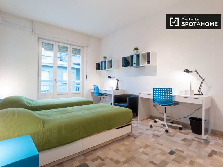 Beds for rent in shared room, 2-bedroom apartment in Milan