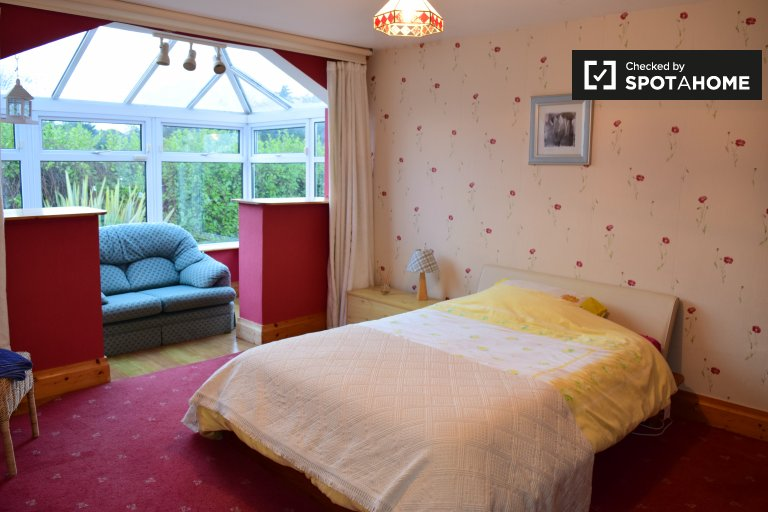 Double Bed in Rooms to rent in spacious 6-bedroom house in Carrickmines