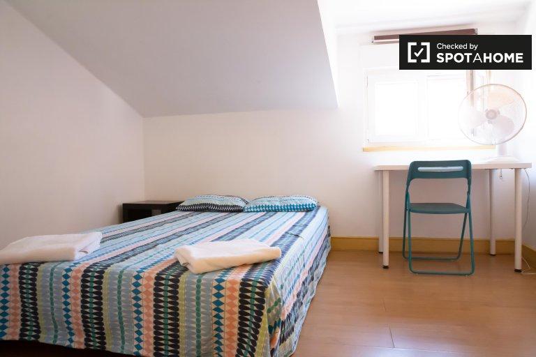 Jasny pokój do wynajęcia w Bairro Alto w Lizbonie