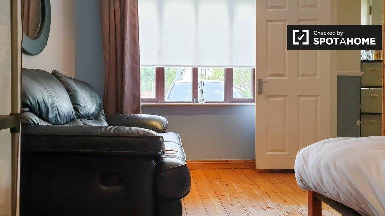 Przytulny pokój w domu z 5 sypialniami w Sandyford, Dublin