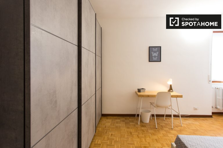 Beds for rent in shared room in 5-bedroom apartment in Milan