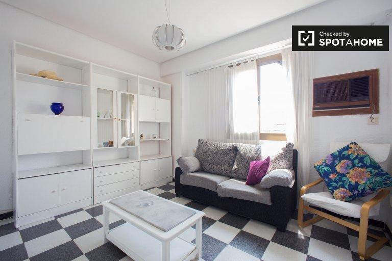 Jasne 2-pokojowe mieszkanie do wynajęcia w Extramurs, Valencia