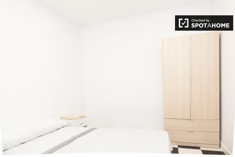 Nice room in 3-bedroom apartment, Cuatro Caminos, Madrid
