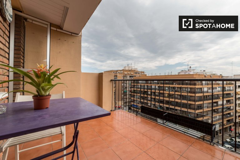 Luminoso apartamento de 3 dormitorios en alquiler en L'Olivereta, Valencia