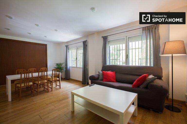 5-bedroom apartment for rent in Blasco Ibañez, Valencia