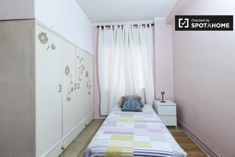 Cosy room for rent in Navas, Barcelona