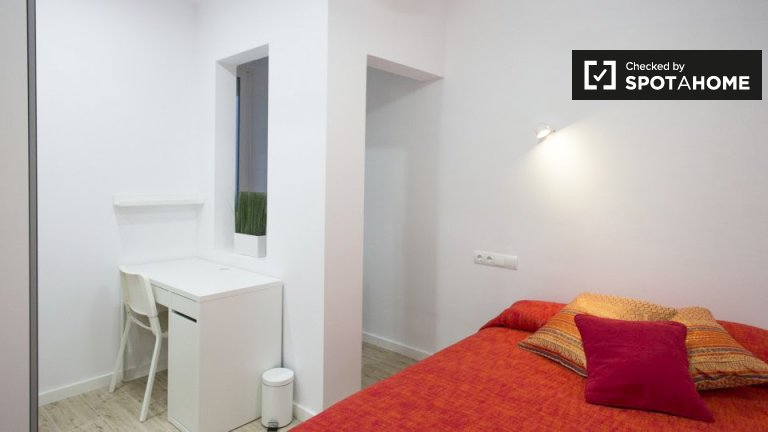 Quarto em apartamento de 9 quartos em Sants-Badal, Barcelona