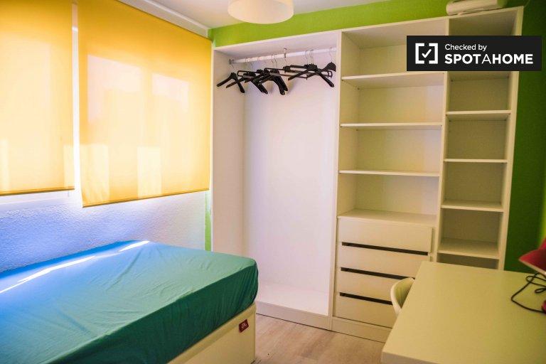 Pokój w apartamencie z 3 sypialniami w dzielnicy Poblats Marítims w Walencji