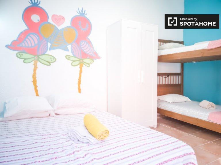 Colorful shared room for rent in Bairro Santa Rita
