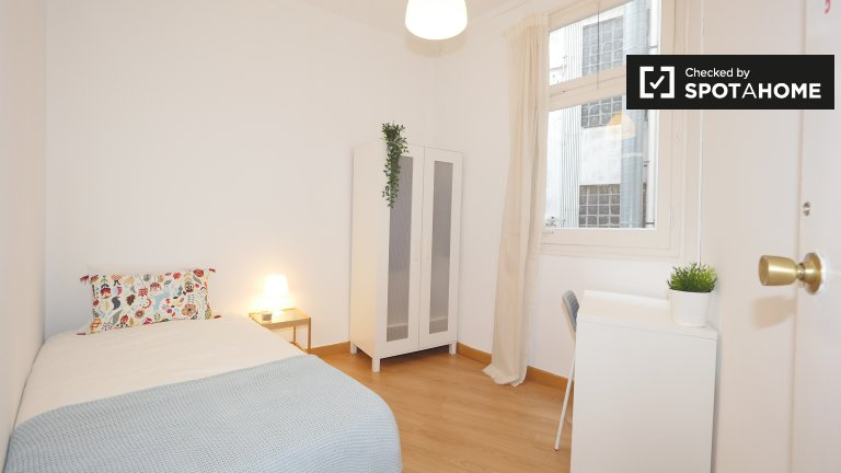 Equipped room in shared apartment in El Born, Barcelona