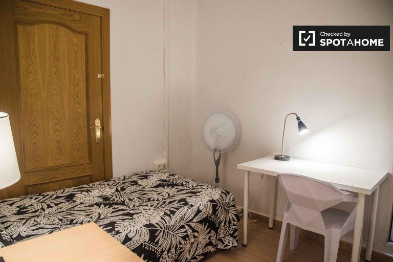 Umeblowany pokój w apartamencie z 7 sypialniami w Extramurs, Valencia