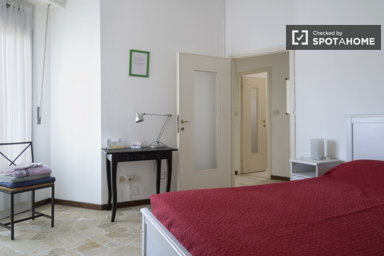 Three bedroom apartment for rent in a safe area - Milan