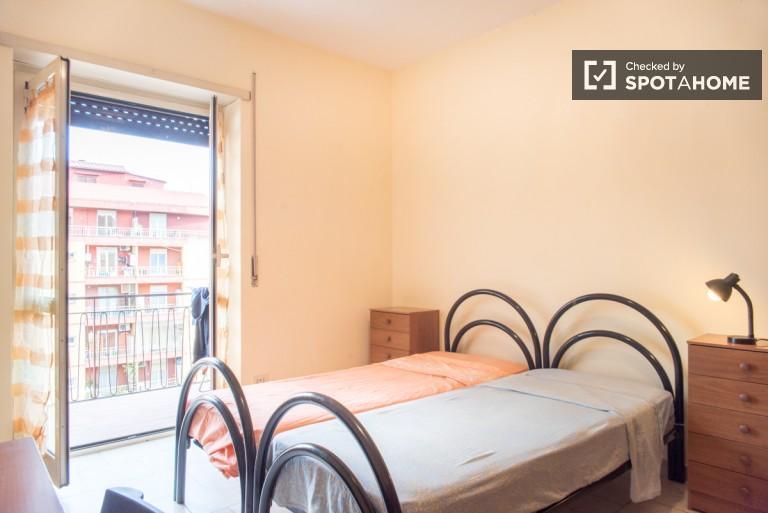 Jasny pokój w apartamencie w Tiburtina, Rzym