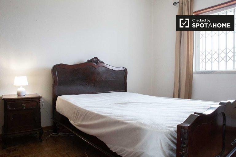 Chambre à louer dans une maison de 5 chambres à Sao Domingos de Rana