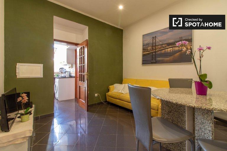 Przestronny apartament z 2 sypialniami do wynajęcia w Arroios w Lizbonie