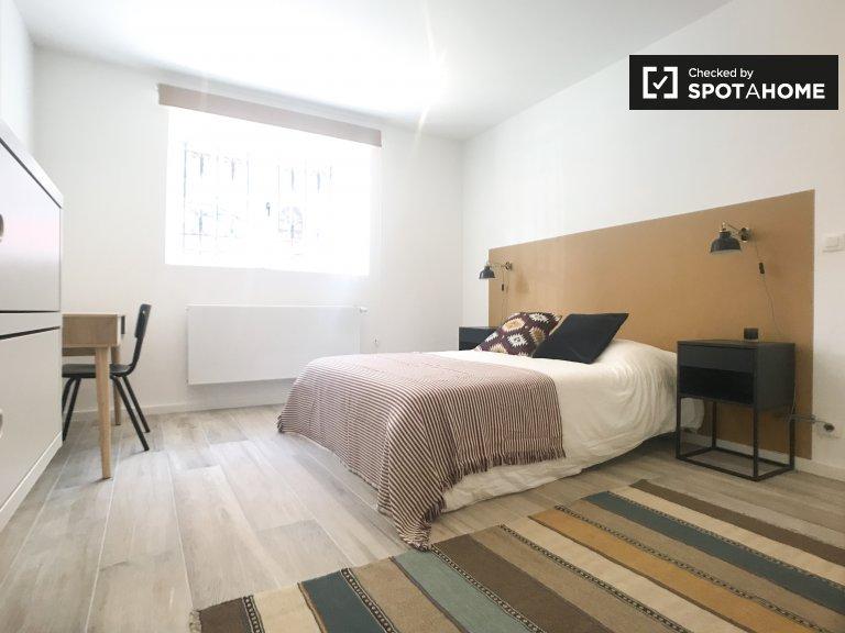 Ixelles, Brüksel'de 9 yatak odalı evde ensuite oda