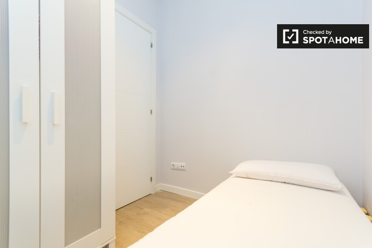 Single Bed in Rooms to rent in fantastic 2-bedroom apartment in Almagro - Chamberí