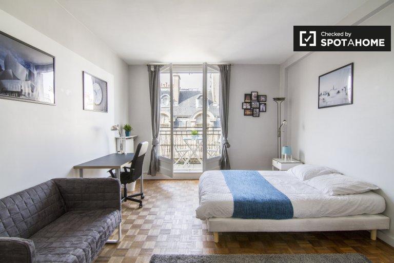 Chambre spacieuse appartement 4 chambres 16ème arrondissement de Paris