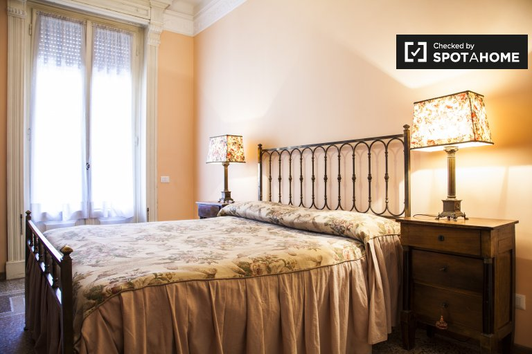 Room with balcony in 4-bedroom apartment in Trieste, Rome