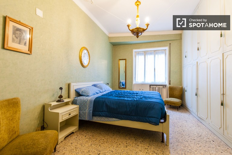 Stylish room in 2-bedroom apartment in Appio Latino, Rome
