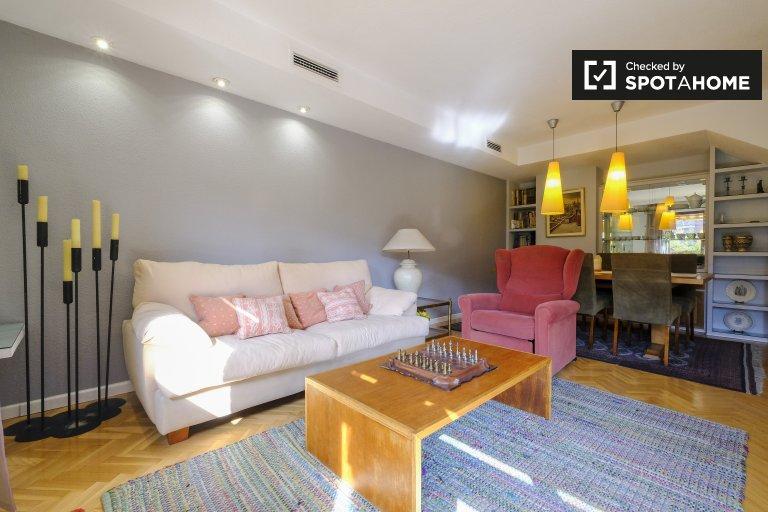Mieszkanie z 3 sypialniami do wynajęcia w Prosperidad Madrid