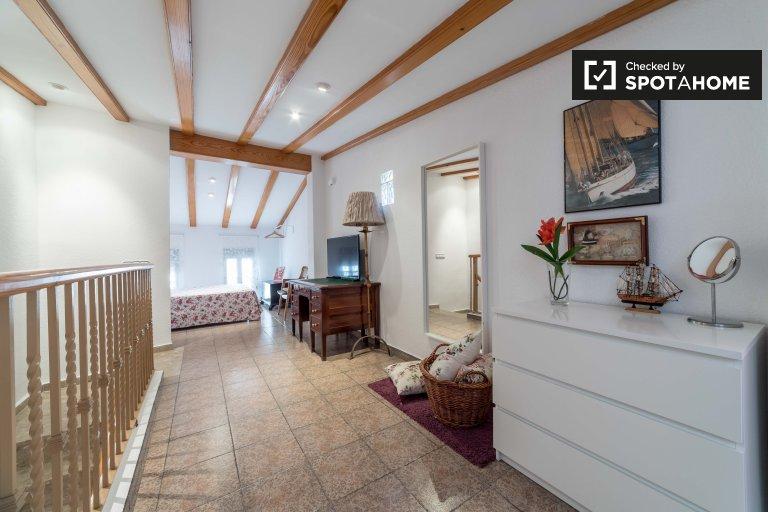 Uroczy 1-pokojowy dom do wynajęcia w Poblats Marítims
