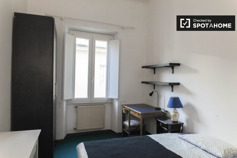 Double Bed in Rooms for rent in modern 3-bedroom apartment in Prati