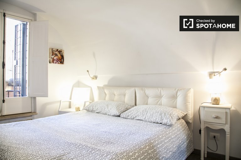 Cozy 1-bedroom apartment with AC and terrace for rent in Termini