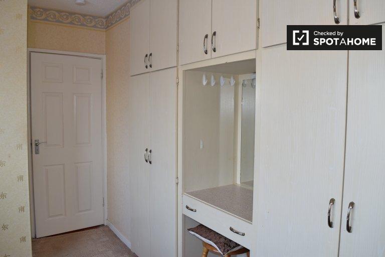 Zimmer zu vermieten in 3-Zimmer-Haus in Lucan, Dublin