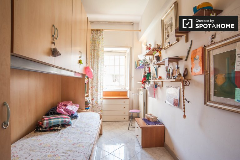 Cozy room in 2-bedroom apartment in Ostia, Rome