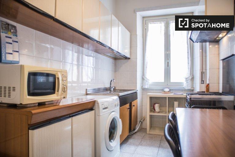 Accueillant appartement de 3 chambres à louer, Centocelle, Rome