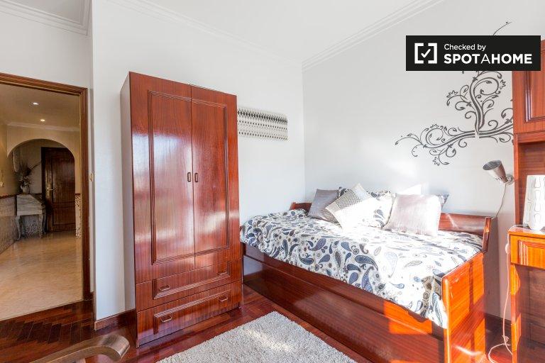 Pokój do wynajęcia, 4-pokojowe mieszkanie, Póvoa de Santo Adrião