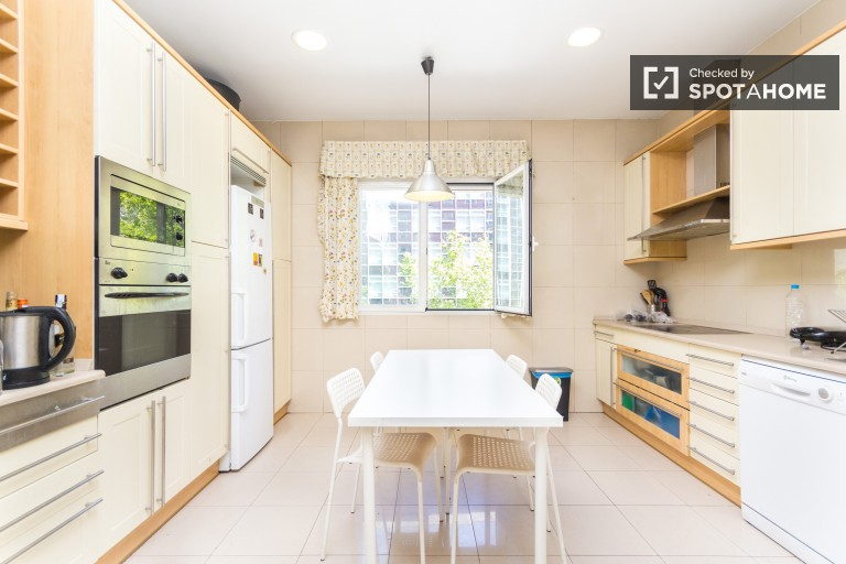 Rooms for rent in luxury 6-bedroom apartment with AC  - Salamanca